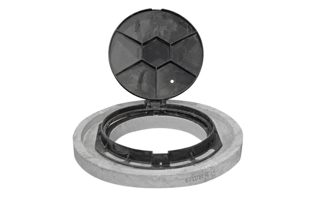 Люк ГТС лёгкий с замком из ВЧ с кольцом КО-Ч